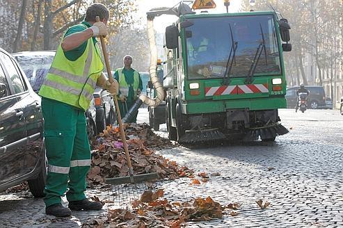 nettoyage des feuilles mortes à Paris