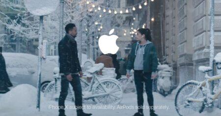 pub de Noël 2017 Apple avec l'iPhone X et les AirPods
