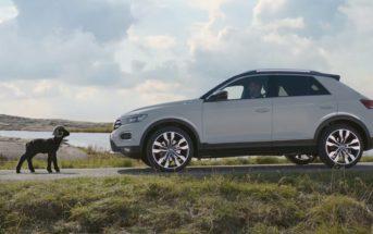 Un mouton noir défie le Volkswagen T-Roc sur une musique de Lenny Kravitz