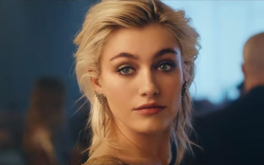 India Alexandria est la mannequin blonde qui est l'égérie dans la pub schweppes 2018