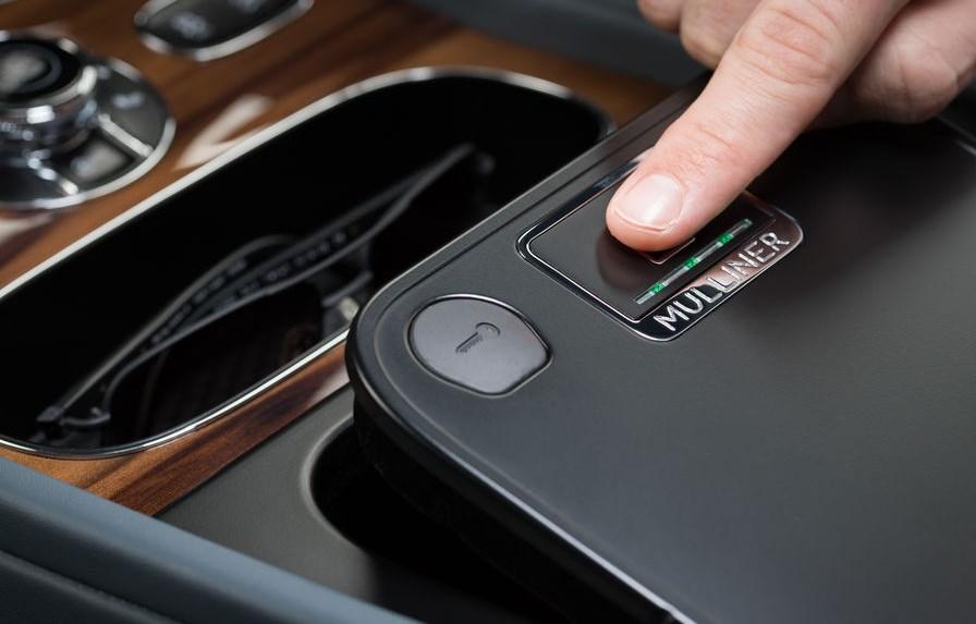La Bentley Bentayga intègre un coffre-fort avec un lecteur biométrique