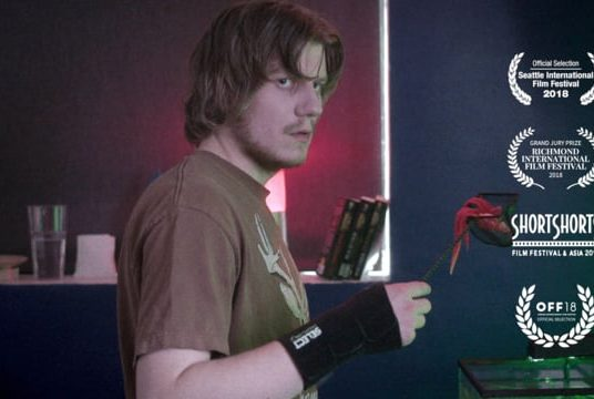 Nerd Cave : un gamer est confronté à une panne de courant