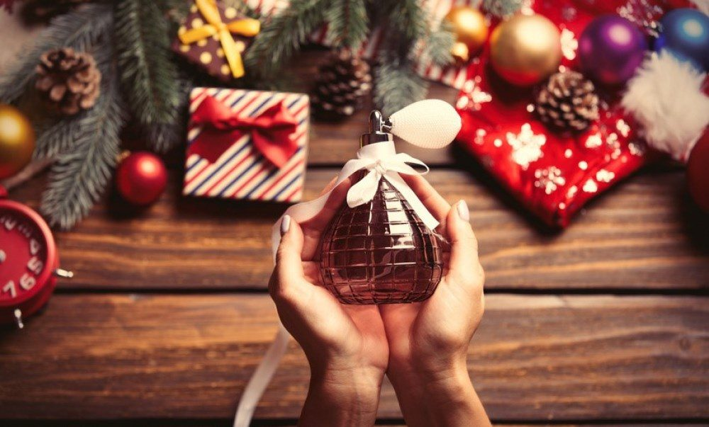 Cadeau de Noël 2018 : offrir un coffret de parfum en promo