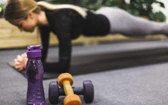 6 raisons de préférer le sport à la maison plutôt qu'en salle