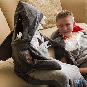 cadeaux de Noël pour frileux : le plaid requin