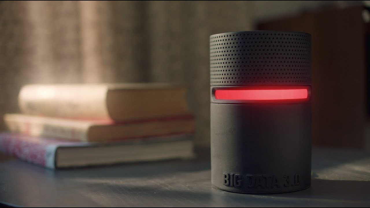 Ce court-métrage de science-fiction suit l'évolution d'une famille après l'arrivée deL1ZY, une intelligence artificielle qui va devenir très envahissante.