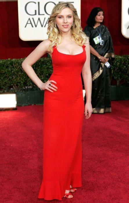 Scarlett Johansson en robe de soirée rouge