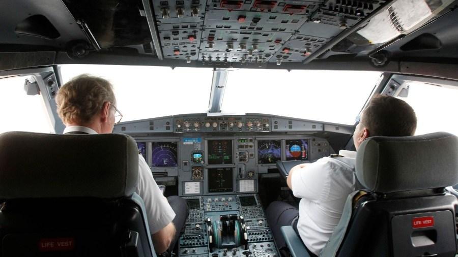 les pilotes dorment dans un avion