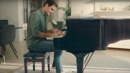 Roger Federer joue du piano dans la pub des jeans UNIQLO EZY