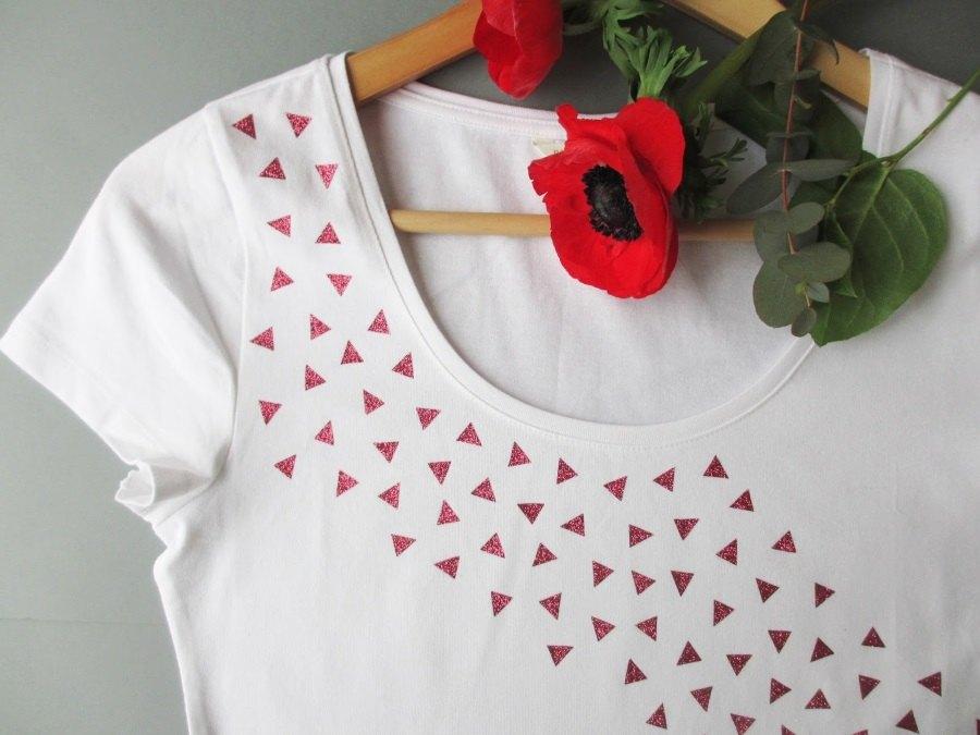 DIY : tee-shirt blanc customisé avec de la couleur