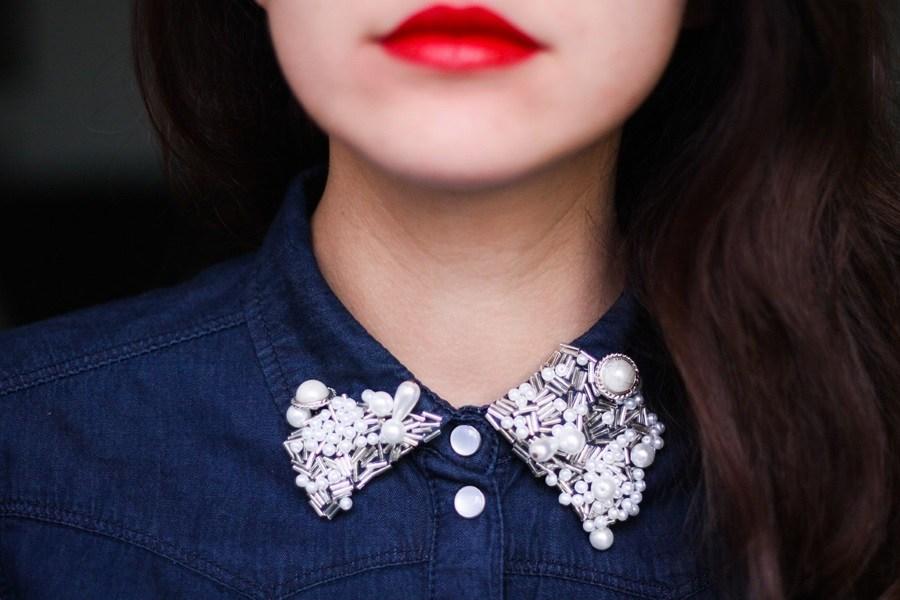 Relooking de vêtement : perles brodées sur le col d'une chemise