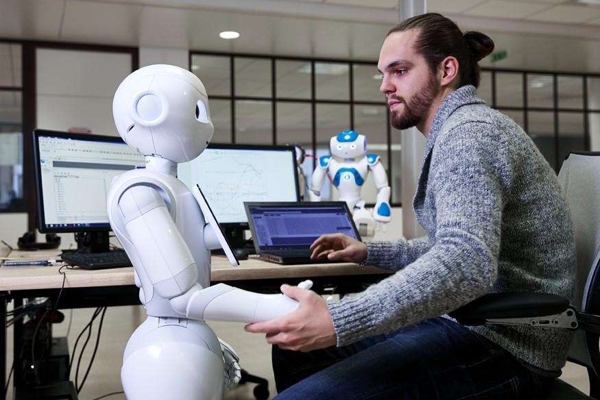 roboticien : spécialiste des systèmes automatisés