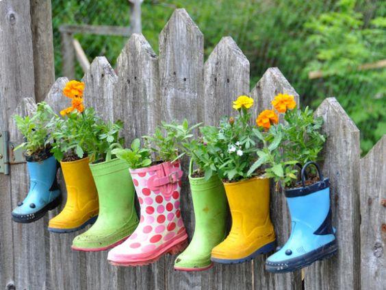 Transformer vos veilles bottes de pluie en pots de fleurs originaux