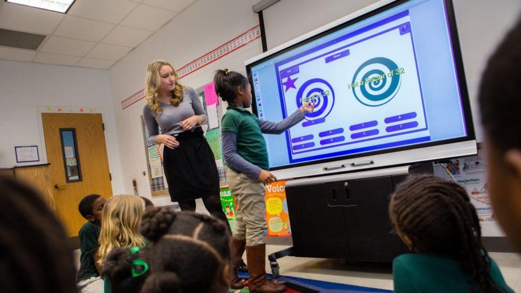 écran interactif à l'école