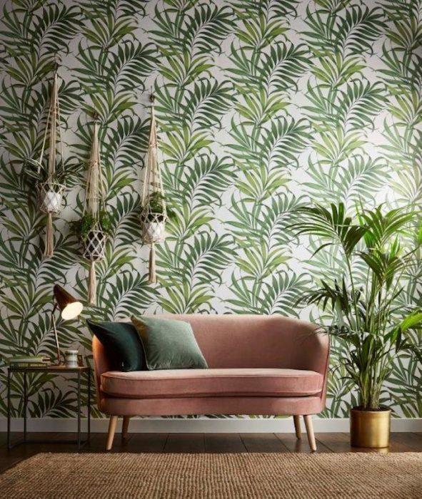 Tapisserie tendance en 2019 : imprimé jungle, feuilles de palmiers.