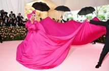 tenue lady gaga gala du met robe rose