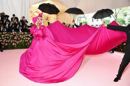 tenue lady gaga gala du met robe rose