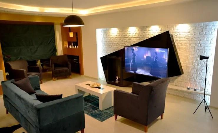 La télé au centre de la déco du salon