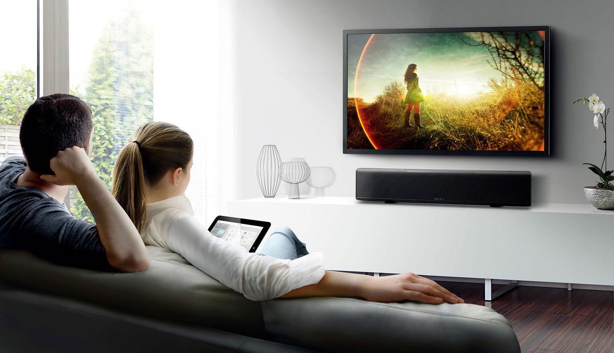 Fixer Une Tv Au Mur déco : 10 astuces design pour bien intégrer la télé dans un