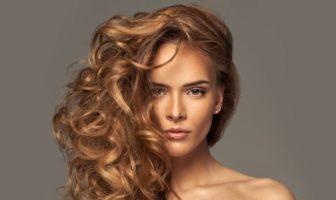 cheveux brillants et lumineux