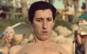 Pornhub lance un maillot de bain anti-érection pour aller à la plage l'esprit tranquille