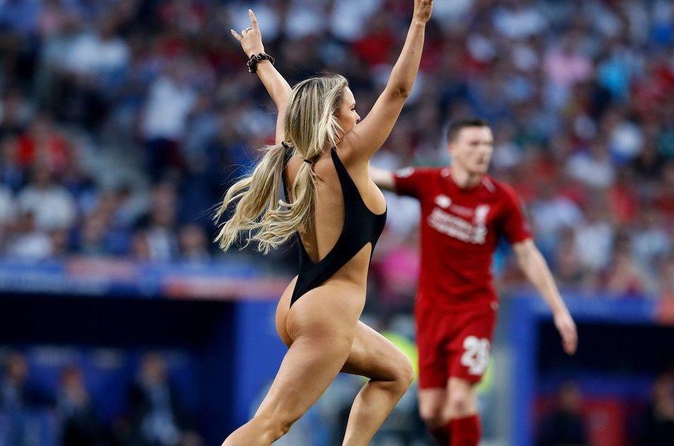 Kinsey Wolanski envahit le terrain lors de la finale de la ligue des champions 2019