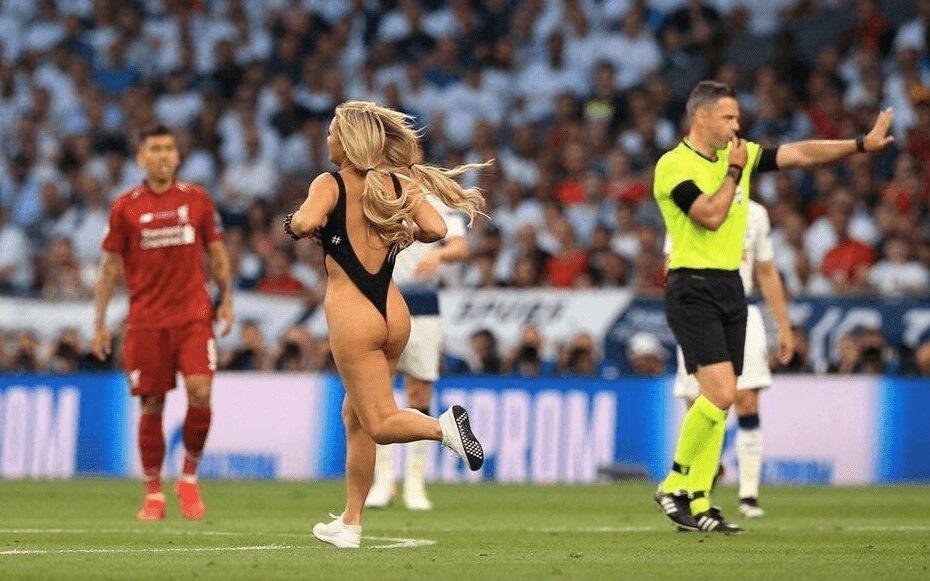 Kinsey Wolanski presque nue sur la pelouse lors de la finale de ligue des champions 2019