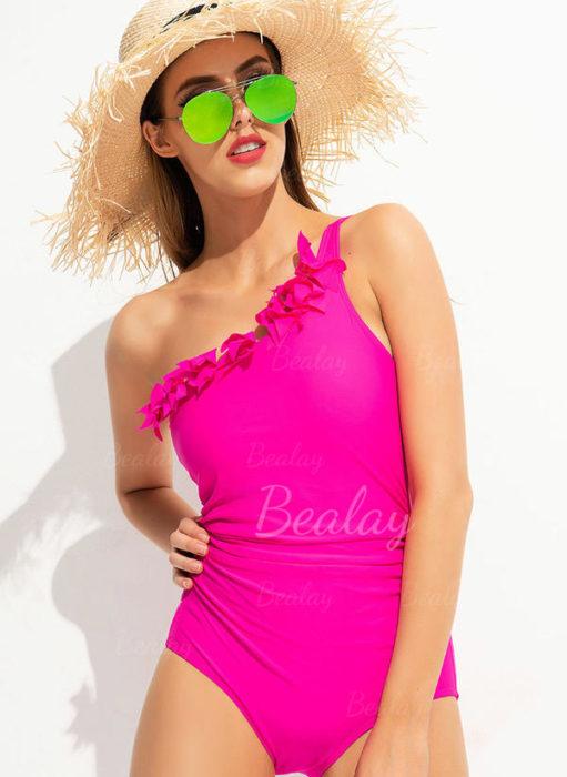Le maillot rose asymétrique à froufrous de Bealay