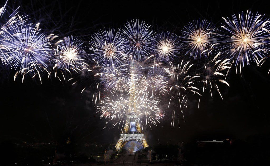 feu d'artifice de la tour Eiffel à Paris