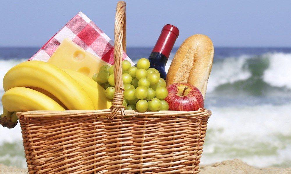 pic-nic à la plage en été