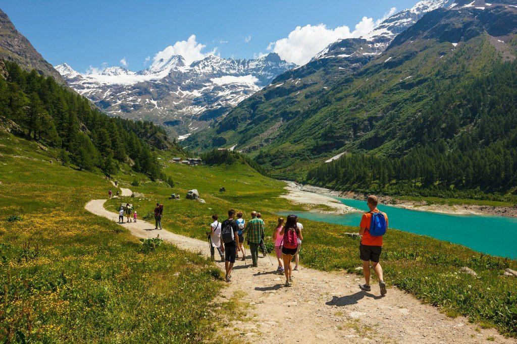 la randonnée l'été à la montagne