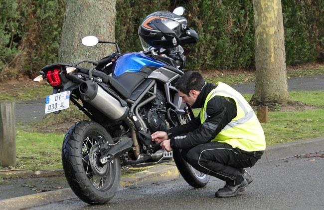 Le gilet jaune est obligatoire pour un motard sur la voie publique