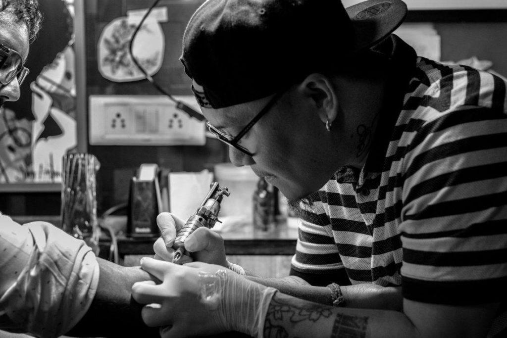 tatoueur tibétain