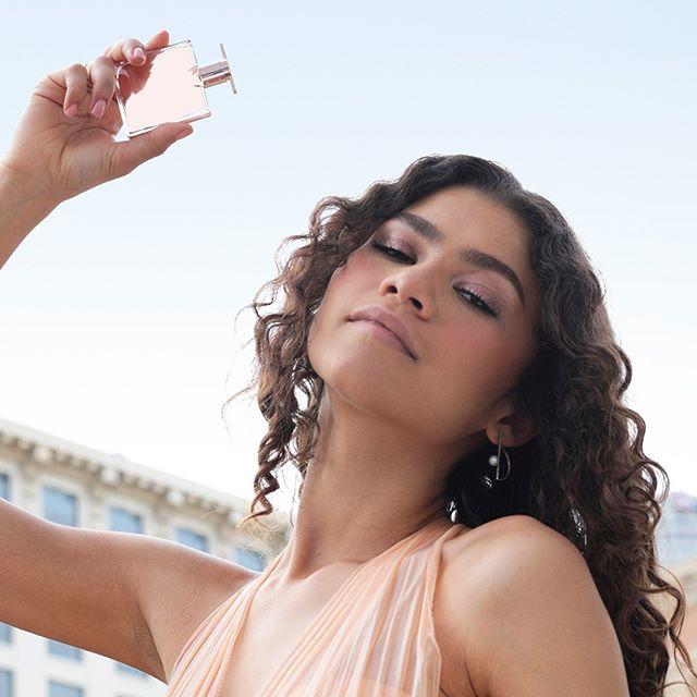 Zendaya dans la pub 2019 du parfum Idôle de Lancôme