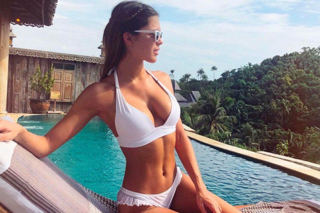 Iris Mittenaere en maillot de bain sexy lors de ses vacances en Thaïlande l'année dernière