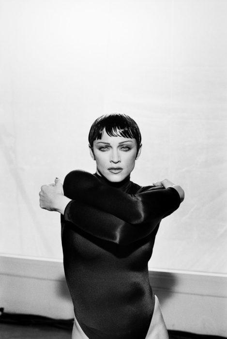 Portrait noir et blanc de Madonna.