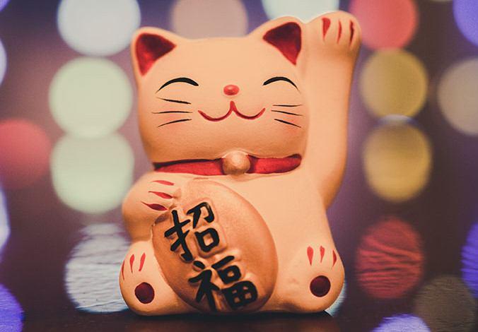 Maneki Neko riche avec ses pièces de koban