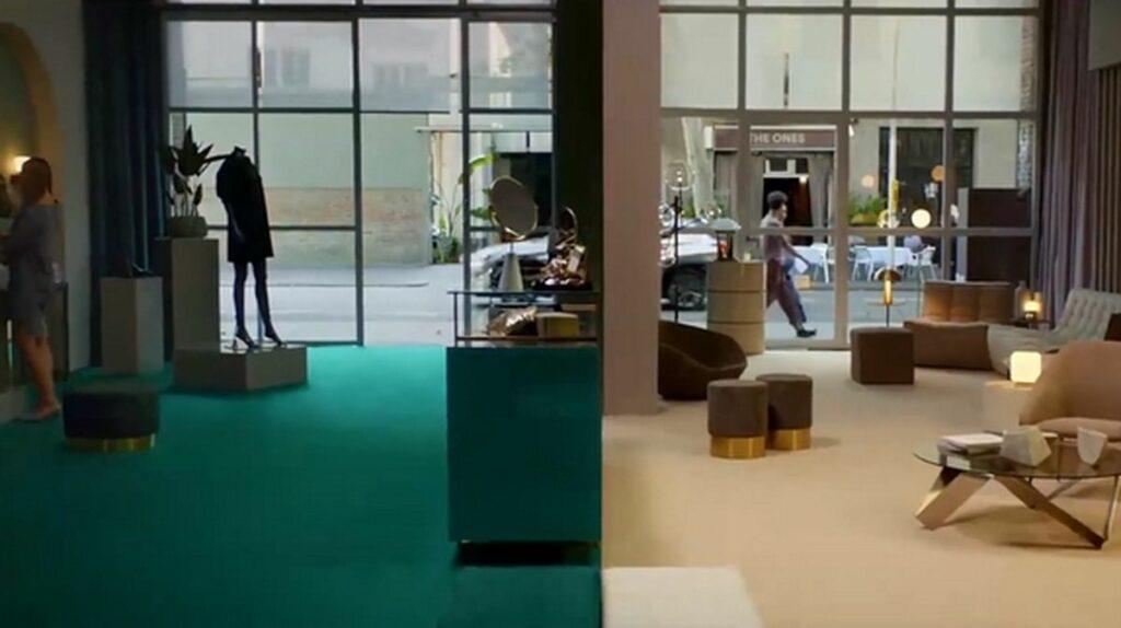 Intérieur de boutique séparé en deux : vert à gauche, beige à droite.