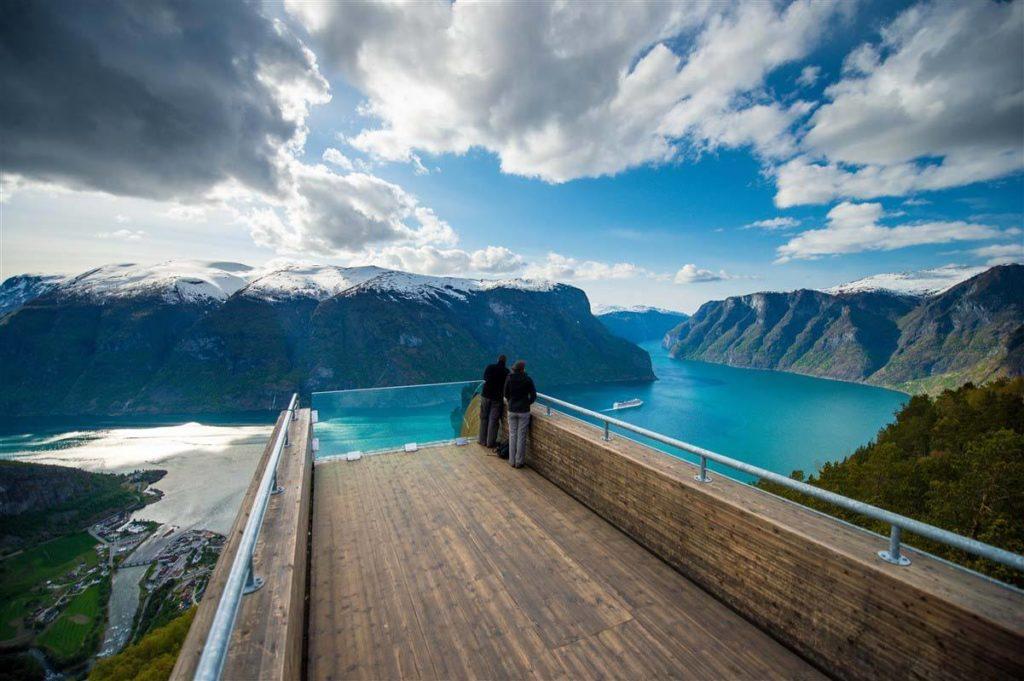 Profitez d'une vue sublime sur les fjords depuis la de la plate-forme d'observation de Stegastein