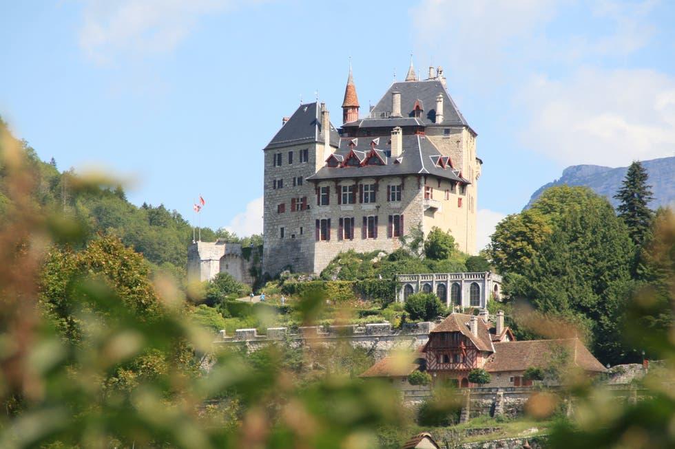 chateau-de-menthon-saint-bernard
