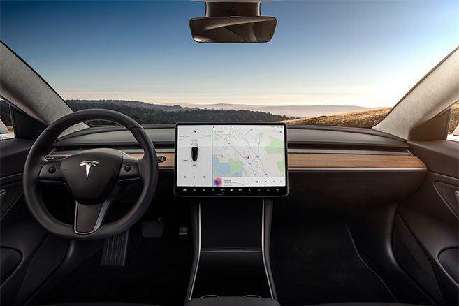 Tesla Model 3 : tableau de bord intérieur
