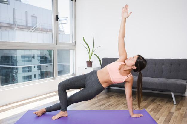 femme-faisant-du-yoga