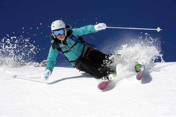 ski-femme-alpes