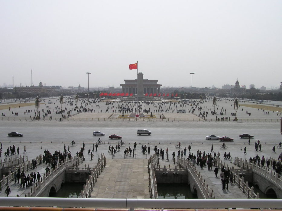 Pékin : touristes sur la place Tian'anmen