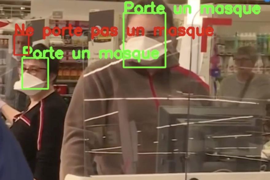 Caméra qui détecte les personnes qui ne portent pas de masque