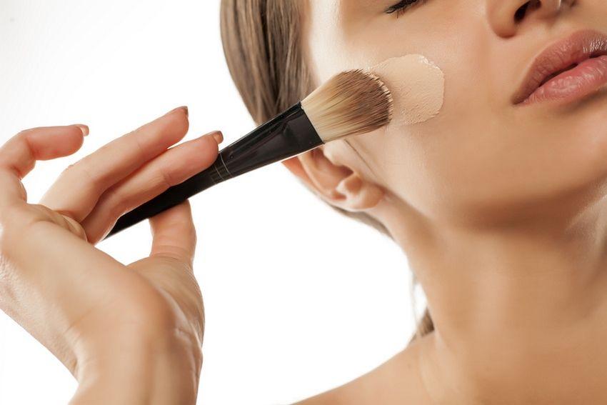 Cacher un bouton avec du maquillage
