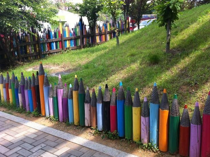 décoration de grillage crayons-bois