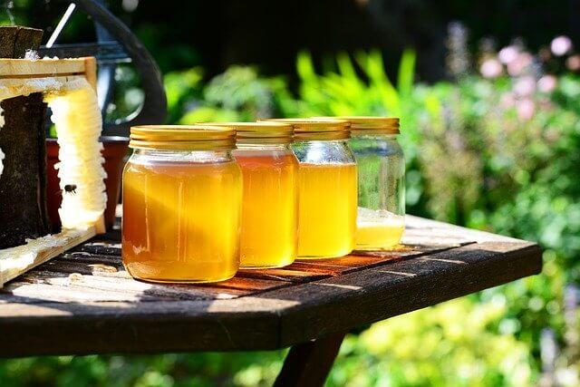 Idée cadeau fête des mères écolo : parrainage de ruches - Miel récolté