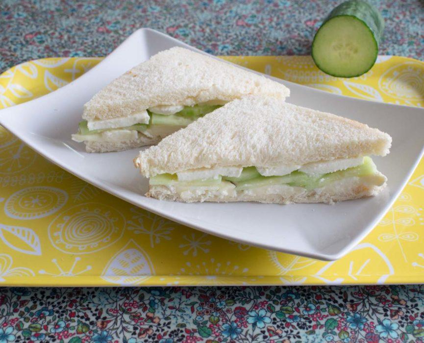 Sandwich frais au concombre et au fromage