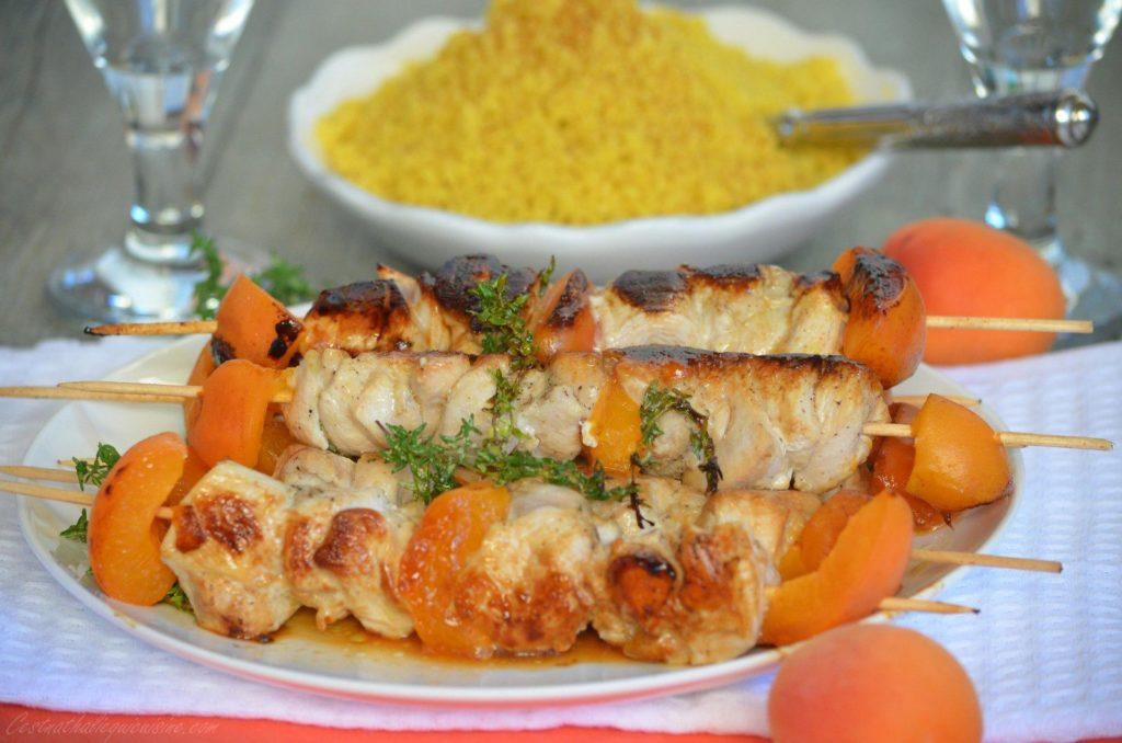 Brochettes salées – sucrées au poulet et à l'abricot